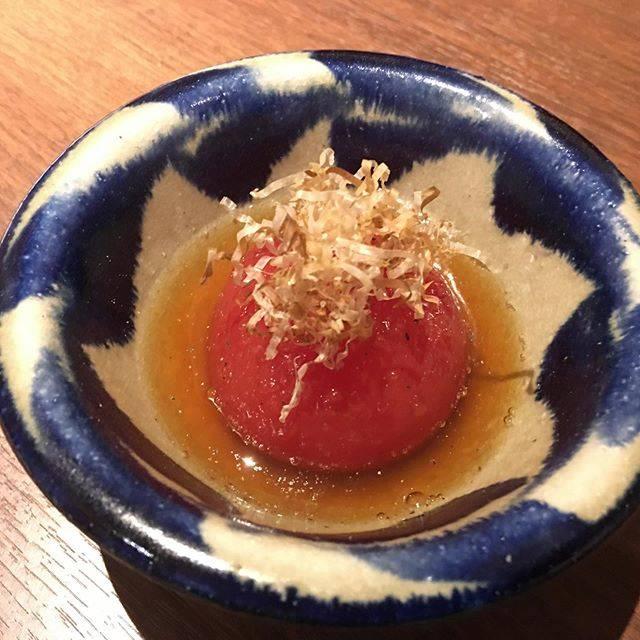 """のどか家 on Instagram: """"トマトのジュレおひたし。高知県産の高リコピントマトの皮を剥き出汁にゼラチンを入れておひたしに、全くジュレ感の無い写真ですが…#ニューマツヤマ #のどか家 #那覇1人飲み"""" (832981)"""