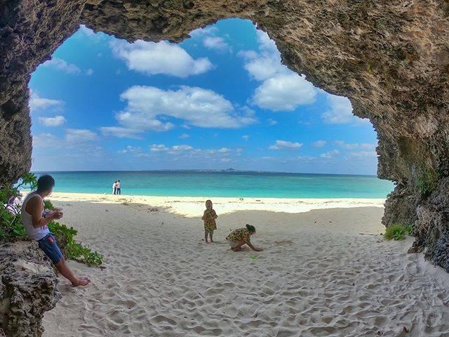 """Ryoichi on Instagram: """"おはようございます🎶 ・ 子供達はビーチに行くと🏝 いつまでも遊んでる😅 ・ ・ おかげで予定通りに進まない💦 ・ ・ ・ ・ #瀬底島  #瀬底ビーチ  #コドモノ #沖縄 #okinawa #beachillgirls  #海 #おきなわ #daily_photo_jpn…"""" (833988)"""