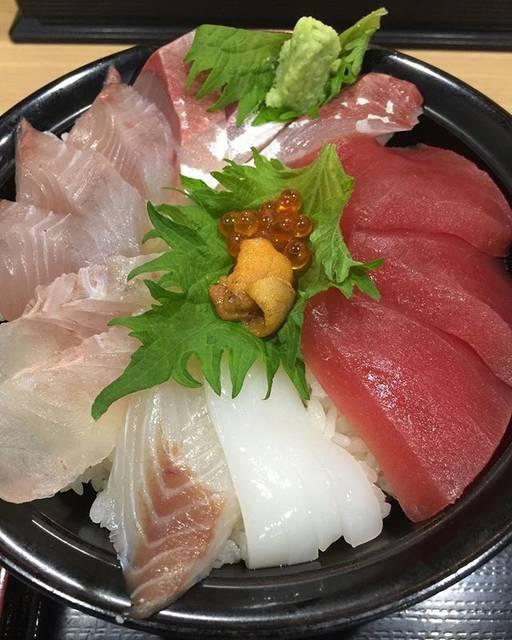 """Mori Hiroaki on Instagram: """"こりゃ美味いわ😋🐟#海鮮丼#魚#鮮魚#福井市中央卸売市場#群青#福井市#お昼ごはん"""" (837655)"""
