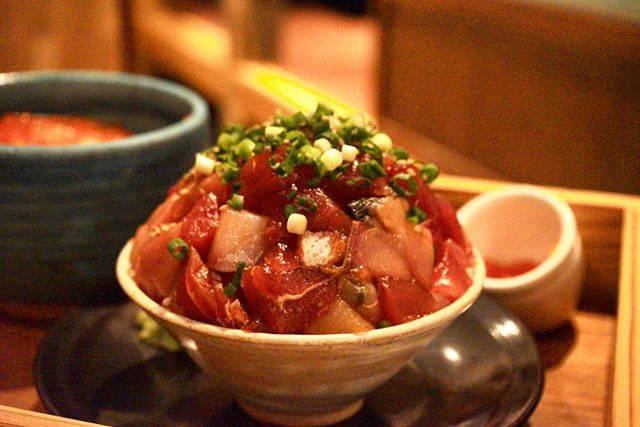 """こんぺいとう on Instagram: """"もりもりの海鮮丼@熱海インスタで見てからずっと食べたかった山盛りの海鮮丼#熱海グルメ #海鮮丼 #おさかな食堂"""" (842929)"""