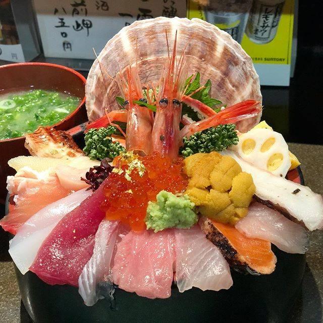 """滝口 智如 on Instagram: """"Kaisen-don(special sashimi rice bowl) at """"Yamasan Sushi""""  located in Omi-machi market,Ishikawa. 石川県金沢市、近江町市場にある「山さん寿司 本店」にて海鮮丼。…"""" (843030)"""