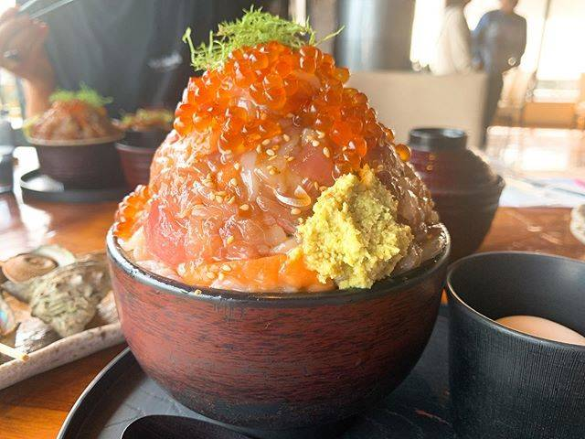 """@eatrip_japan on Instagram: """". 伊豆高原をレンタサイクル🚲 ずっと食べたかったヤツ🐟🍚 . 届いた瞬間、迫力にびっくり。(周りの人も) 当たり前だけど、食べきれなかった😂すいません 自分の胃袋のキャパを把握します🙇♂️ . 美味しかったよ〜!たぶん(満腹すぎて記憶なし) .…"""" (843952)"""