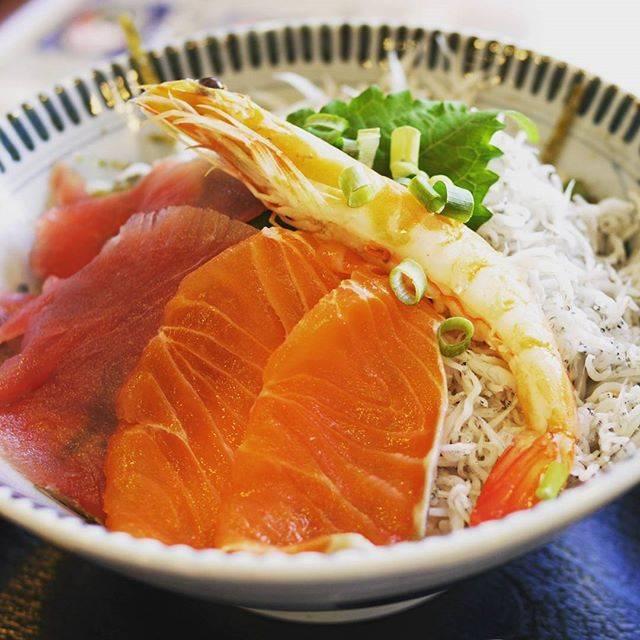 """ひろ on Instagram: """"#鎌倉 #しらす丼  #海鮮しらす丼 #どんぶり #鎌倉新荘園"""" (845401)"""