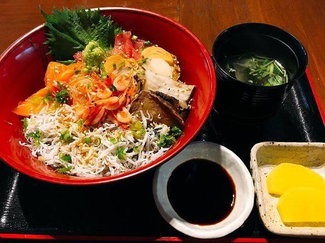 """小槻 陽平 on Instagram: """"#和食処ふくろう#6種海鮮丼"""" (845403)"""