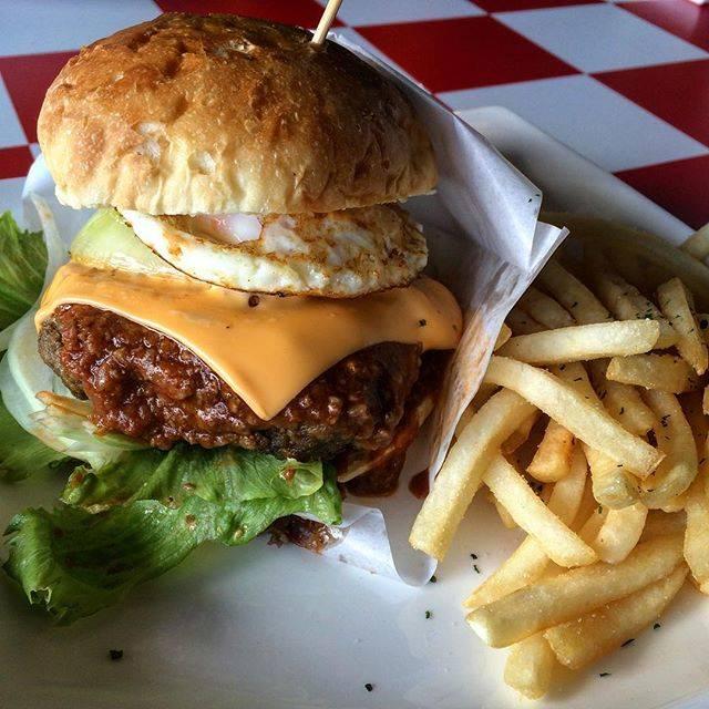 "𝘿𝘼𝙄𝙆𝙄 on Instagram: ""7.15 day offHIMITSUKICHI akari Cafeにて、淡路バーガー#burger#hamburger #淡路島#淡路バーガー #秘密基地akari#dayoff"" (847249)"