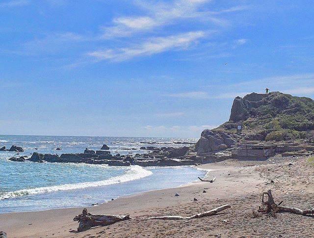 """銚子市 on Instagram: """"_ 深ーーい深呼吸がしたいっ  #てくてく #銚子お散歩  #あんだこれ銚子 #wowchoshi  #海鹿島海岸 #ashikajimabeach #銚子 #choshi #深ーーい深呼吸 したくなっちゃう絶景あるよ #beach #ocean #choshiblue  #岩…"""" (847374)"""