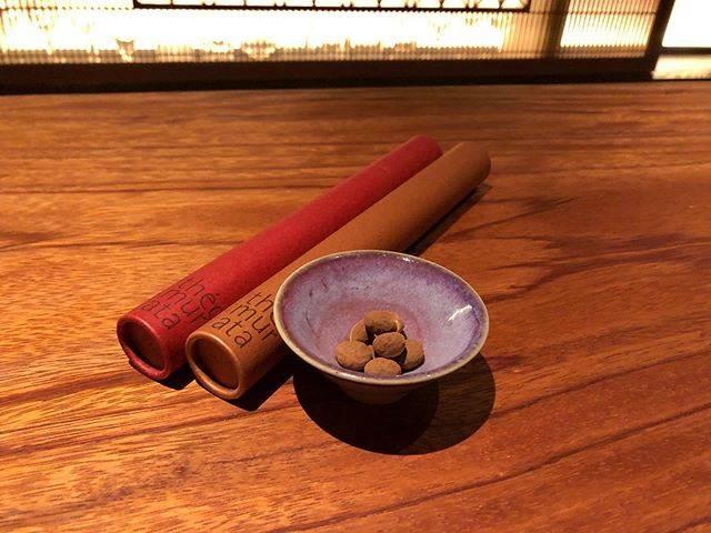 """𝐁𝐚𝐫 𝐅𝐔𝐑𝐔𝐊𝐀𝐖𝐀 (バー古川) on Instagram: """"湯布院の名宿「山荘無量塔」プロデュースのチョコレートショップ「テオムラタ」。 中でも人気なのが、ナッツやクルミ、コーヒー豆を厳選した上質のチョコレートでコーティングした「ビーンズショコラ」です。  今回は「エスプレッソビーンズ」と「くるみショコラ」が入荷。…"""" (849248)"""