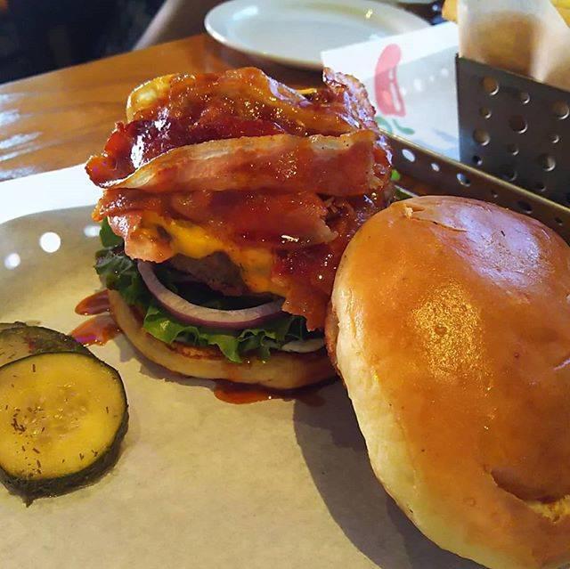 """natsu on Instagram: """"#chili'sGRILL&BAR#ハンバーガー#ハンバーガー巡り#hamburger#jabbascafe #ハンバーガー部 #ハンバーガー好き #ハンバーガー好きな人と繋がりたい#グアム#guam#チリズ"""" (849834)"""