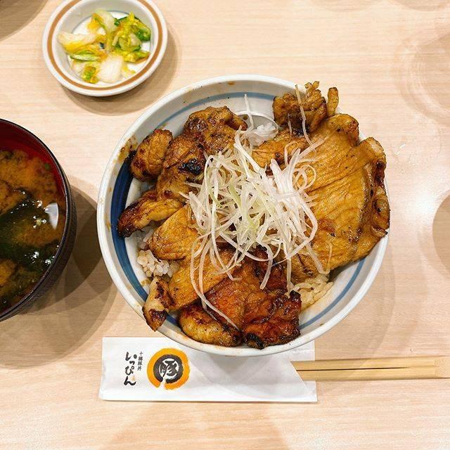 """sakico's Instagram photo: """"かなり早めの夜ごはんにて、恋しかったいっぴんの豚丼をやっと🐷 何年ぶりかのいっぴん、美味しすぎた… すでにまた食べたい… .…"""" (850040)"""