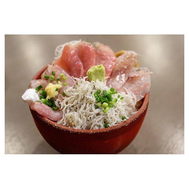 "@kubottttti on Instagram: ""*海鮮丼屋 海舟 の 海鮮地魚丼 ☺︎*本日の地魚は、アジ、メジマグロ、イサキ、釜揚げしらす。"" (851617)"