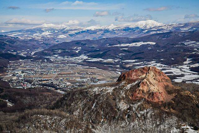 "Taku's Instagram photo: "". . 『奇跡の山』 . 有珠山からは昭和新山と壮瞥町と洞爺湖(写ってないけど)が見渡せます☺️ 昭和18年に青い麦畑から地震と爆発音とともにふくれ上がった昭和新山!!まさに奇跡の山😮 圧倒的な地球のエネルギーを感じました💪✨ . Location:Japan,Hokkaido…"" (852527)"