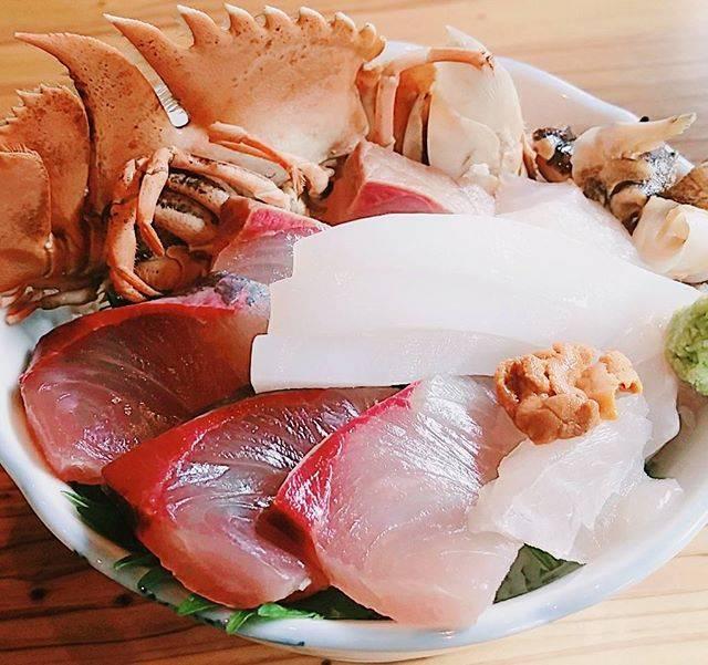 """くろもん on Instagram: """"天然の魚で海鮮丼850円"""" (853560)"""