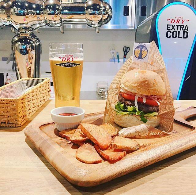 """Beerpub_ichiya on Instagram: """". 🍻BEER PUB ICHI-YAのランチ🍔. みなさーん! 今日のランチはお決まりですか?? ランチタイムから終日提供している、ICHI-YA特製ハンバーガーは国産の牛肉と豚肉を使用したつなぎ無しのジューシーなパテを味わえます!…"""" (854669)"""