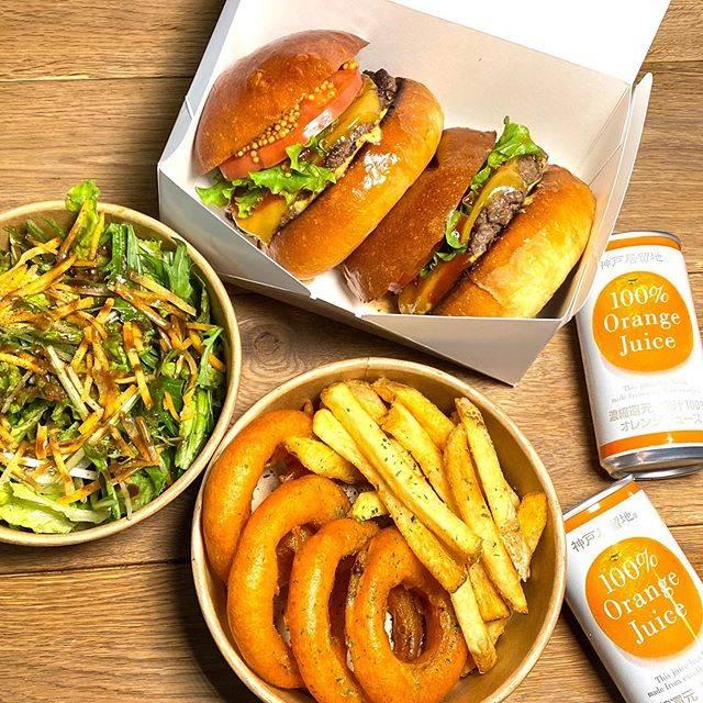 """Craft Burger co. on Instagram: """"こんな大変な時期に、たくさんハンバーガー注文してくれてありがとうございます!🙇🏻♂️ 感謝しています。🙏 ありがとうの気持ちを込めて、お返しにお得なセットを用意しました!🍔 . ✅チーズバーガー2個、 ✅オニオンリングとポテト ✅サラダ ✅オレンジジュース2缶 .…"""" (858827)"""