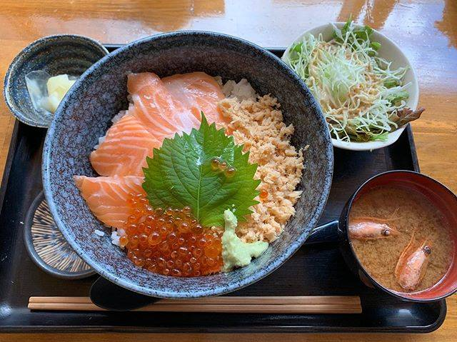 """wakuwaku on Instagram: """"📍渋谷 #魚喰食堂ときしらず  #ときしらず . . 🍚鮭三昧:1000円 . . 本当は、溢れるいくらとサーモン丼みたいなのを求めて行ったのだけど もうやっていないそうで、代わりにこちらを🤤💖 サーモンうんまー! いくらうんまーーー!😭💓 . .…"""" (858884)"""