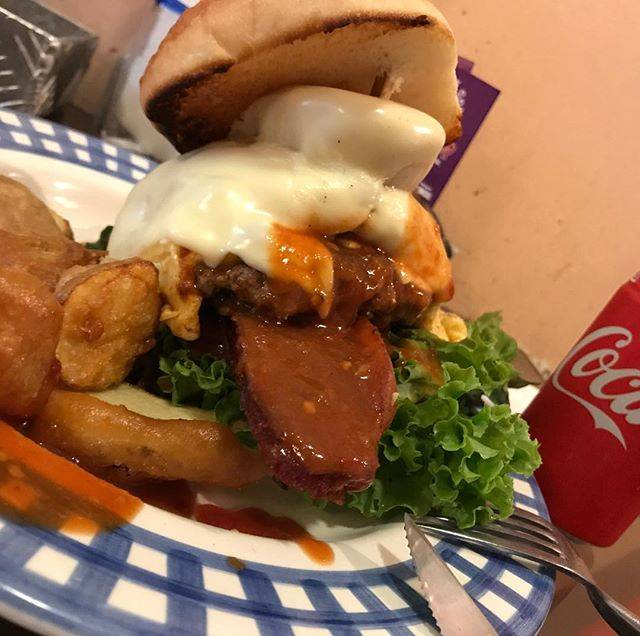 """Any's burger エニーズバーガー's Instagram profile post: """"#うちのエース #ベーコンエッグチーズバーガー#anysburger #谷六#エニーズバーガー#ソースは手作り#てゆうか全部手作り#あ、ちがう#パンはお隣さん"""" (860493)"""