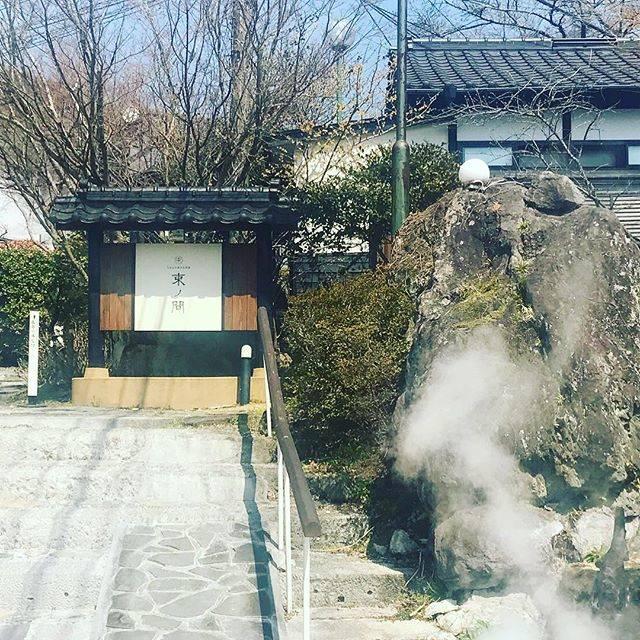 "SHIN01's Instagram photo: ""ゆふいん束ノ間青みがかかった乳白色♨️#湯布院#ゆふいん#ゆふいん束ノ間#温泉#キレイな温泉"" (860514)"