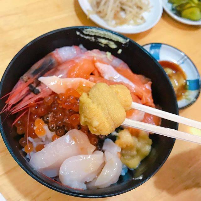 """Läzy Lilliänの日常 on Instagram: """"#俐俐安呷北海道 - - - - - - - - - - 哎呀哎呀,那蝦子甜、鮭魚甜、干貝甜、海膽也是甜啊🌊 - 在函館的早晨,就是可以這樣肆無忌憚的大啖海鮮啊☺️ - 朝市の味処 茶夢 📍 北海道 函館市 若松町 9-15 どんぶり横丁市場 ⏰…"""" (862085)"""