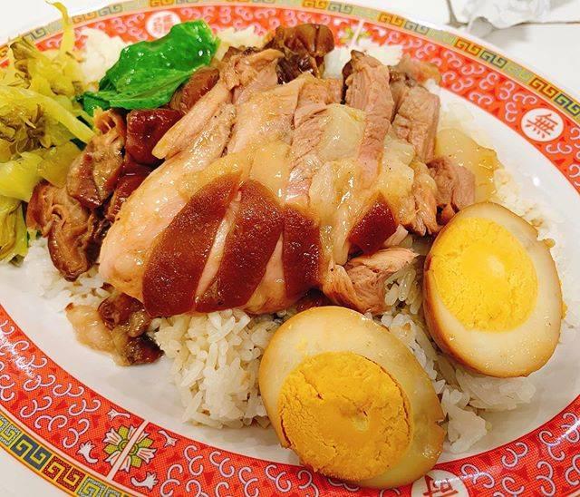 "SHU@thailand on Instagram: ""#ข้าวขาหมู 豚足煮込みご飯(カーオカームー)良く煮込まれていて柔らかくて美味しい。やはり唐辛子🌶をかじりながら食べてしまう。 ╰(*´︶`*)╯ #タイ #タイ好きな人と繋がりたい #タイ暮らし #バンコク #バンコクライフ #タイ生活 #バンコクグルメ…"" (863085)"