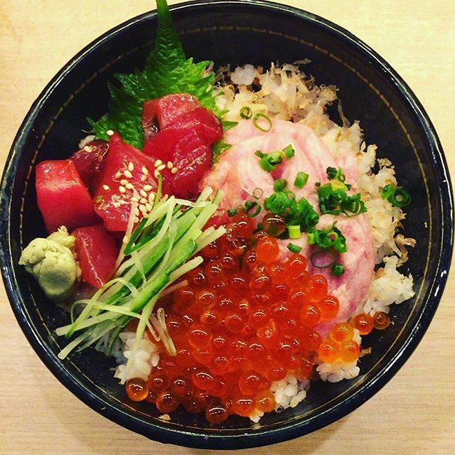 "Ryota on Instagram: ""#イクラ丼 #salmonroebowl #いくら丼 #いくら #イクラ #salmonroe #鮪 #マグロ #まぐろ #tuna #魚 #fish #海鮮 #海鮮丼 #丼 #bowl #寿司 #和食 #sushi #横浜 #yokohama #夕飯 #dinner"" (864125)"