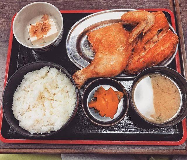 """S.H on Instagram: """"「なると」の若鶏定食🐓 . めちゃ大きいしジューシーで美味しかった😋 . ただ小樽寒すぎた笑 . . .…"""" (864924)"""