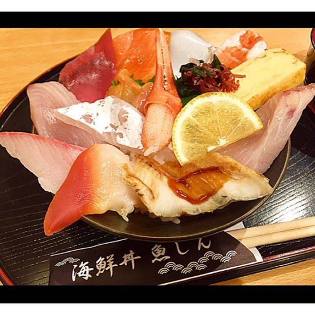 """Yuki Kurohara on Instagram: """"お休みってあっちゅーま😱 ・#海鮮丼魚しん#日替り海鮮丼#🐟#🦐#🦑#🐚#近所に#こんなお店があったとは#コスパ良し#味良し#💮"""" (864937)"""