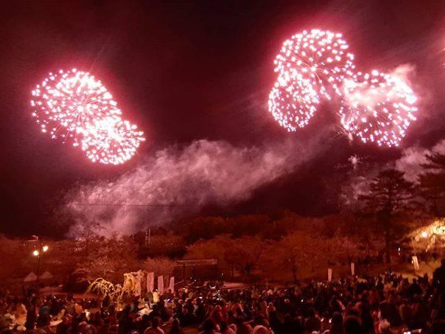"""西田浩志 on Instagram: """"今日は自分の誕生日🎂という事で、それにふさわしい写真を探していたところ、4年ほど前の5月に撮影した北海道の網走の近くにある東藻琴の芝桜公園で見かけた花火大会の写真を投稿させて頂きます❗#誕生日 #北海道 #東藻琴 #東藻琴芝桜公園 #花火大会"""" (866157)"""