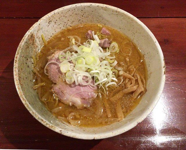 """maiko on Instagram: """"2019.11.03 * 今夜は前回わずかに閉店時間オーバーで入れなかった小樽のラーメンみかんへ🍜  すみれの暖簾分けのお店で目の前には南樽市場。 絶対食べると決めていた味噌をオーダー。 一口食べた瞬間から最後まで本当に美味しくてあっという間に完食✨…"""" (866440)"""