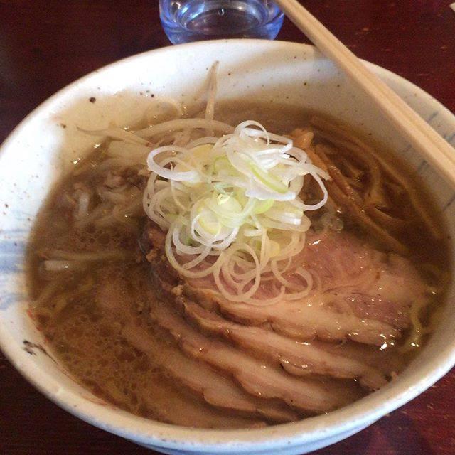 """old dog on Instagram: """"お昼は南小樽のらーめんみかん。塩チャーシュー。飽きのこない正しいラーメン。#小樽#らーめんみかん#ランチ"""" (866458)"""
