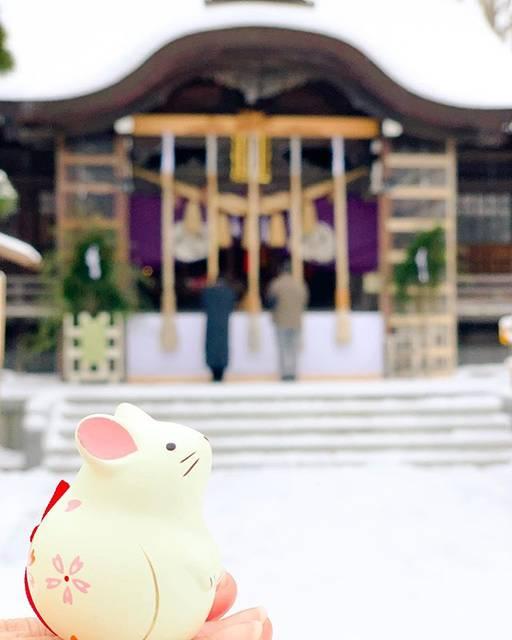 """涵💛 on Instagram: """"📍【北海道函館】 日本🇯🇵 . 湯倉神社  在北海道開始我新的一年 今年是鼠年🐭 如此意義非凡的時刻當然要在這兒抽個籤來做了完美ending💙 🌟 下集預告: 富士山🗻、東京🗼 . 🚉(函館市電) 湯の川  #girlstalk打卡 #popjapan #日本 #japan…"""" (867444)"""