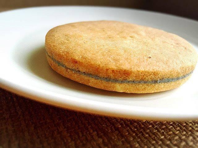 """稲垣飛鳥【料理ブロガー・再現レシピ】 on Instagram: """"このクッキー、主人が会社にあったのを持って帰って来てくれたんですが、ここ数年で一番おいしく、めちゃめちゃ感動しました💕💕💕 『小樽あまとう』さんて言う、お菓子屋さんの『小樽スイート通り』と言うクッキー❤️❤️❤️ レポは、ブログに詳しくアップしたのでよかったら読んで下さい😊😊😊…"""" (868516)"""