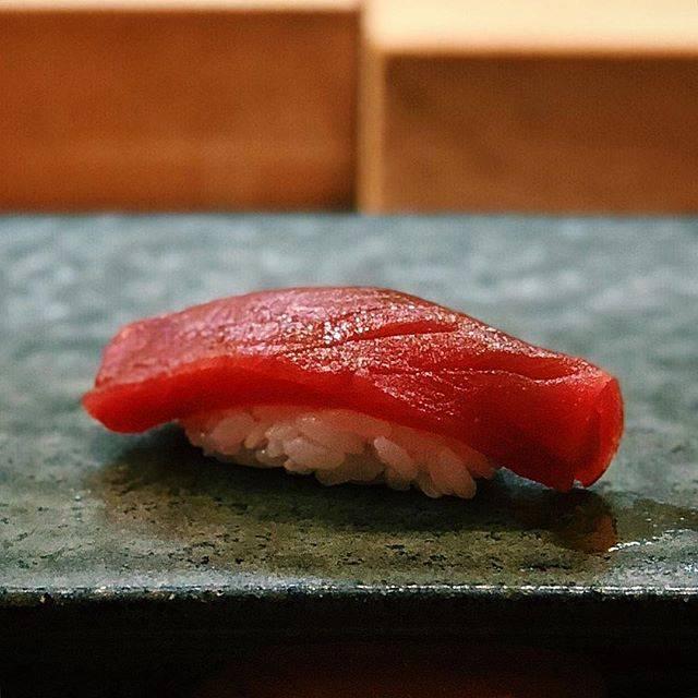 """@tomfoodie on Instagram: """"4月。一幸に伺った翌日のお昼は小樽の伊勢鮨へ。小樽で鮨を食べるのは何年ぶりだったかな。。…"""" (868799)"""