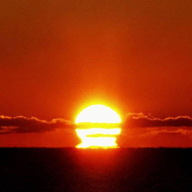 """うめまさ's Instagram photo: """"#だるま日の出  #過去pic  #太平洋から登る朝日  #心に残る景色  #収束したらまた行きたい  #北海道 #釧路 #白糠  #北海道が好きだ  #北海道が美しい  #olympus  #olympusomdem10markiii  #マイクロフォーサーズ…"""" (869917)"""