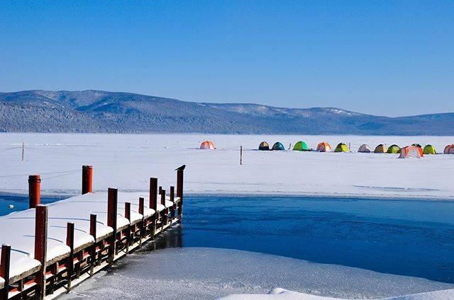 "Toni's Instagram post: ""They are fishing smelt in colorful tents on ice. Of course, make a hole in the ice. 氷上のカラフルなテントの中では、氷に穴を開けてワカサギを釣っているそうです。  #風景 #風景写真…"" (870017)"