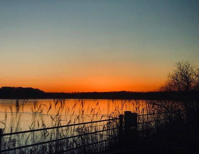"""エンジョイくしろ on Instagram: """"標茶町 塘路湖周辺の夕焼け冬は空気が澄んでいて、とても綺麗です。(dono)#塘路湖 #夕焼け #標茶町 #sunset #夕景 #釧路 #kushiro #ひがし北海道 #絶景 #北海道 #hokkaido"""" (870038)"""