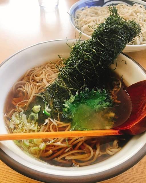 """ゆりな on Instagram: """"『おにぎりあたためますか』でずーっと前にやった時から気になっていたお店に、やっといけました!・つぶ昆そば!・食べログ等での評価は高いけど、わたしは1回で良いかな…笑・#そば #蕎麦 #北海道 #銭函 #小樽 #つぶ #昆布 #春別 #おにぎりあたためますか"""" (870092)"""