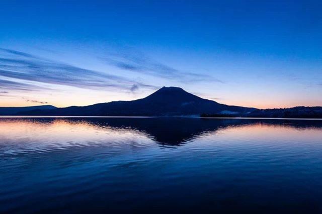 "Takuma Yamashita on Instagram: ""明け方の阿寒湖  昨日の朝はとても穏やかで綺麗だった!  仕事の合間に撮影😎  早く終息して活気ある阿寒湖温泉に戻ってほしい!! みんなで頑張りましょう!  #lakeakan_photography  #明け方  #sunrise  #hokkaidolikers…"" (870758)"