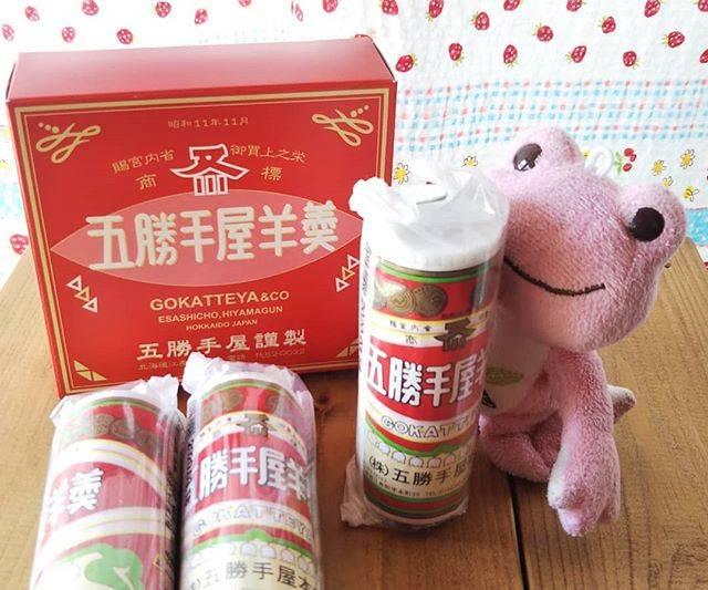 "kaeruko's Instagram post: ""北海道の『五勝手屋羊羹』 これはかわいいミニサイズ。正座したループにジャストサイズ🐸♥️ンフ #ピクルスザフロッグ#五勝手屋羊羹#羊羹"" (871117)"