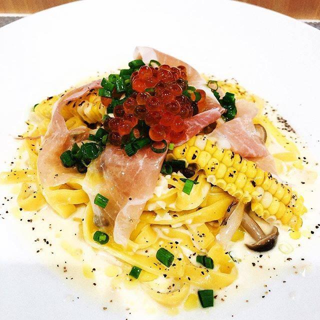 """しばみ's Instagram photo: """"今日はパスタ🍝 レストラン箕輪という函館にあるフランス料理屋さん。前回の出店のときに名物のローストビーフ丼を食べた(美味しいお肉ってこういうことなんだな、と実感する奇跡のおいしさ)ので、今回は14時からの限定メニュー✨…"""" (871441)"""