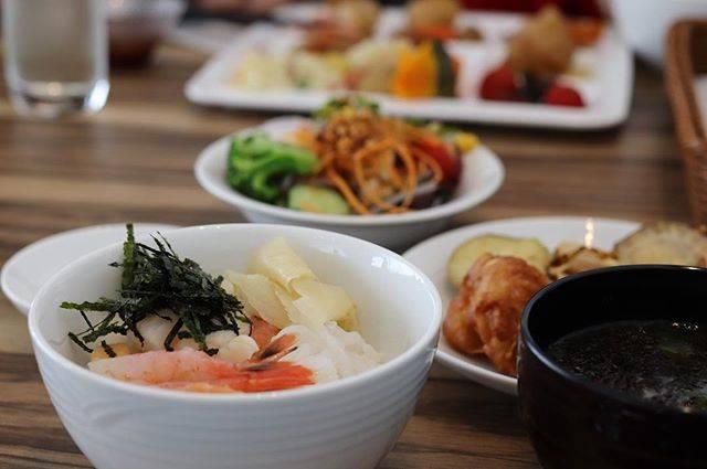 "Kyoko on Instagram: ""2017.8.8今日も快晴朝からおいしいごはん♬海鮮丼食べて行ってきます♡.#小樽#北海道#ホテルノルド小樽#朝ごはん#海鮮丼#breakfast"" (871617)"
