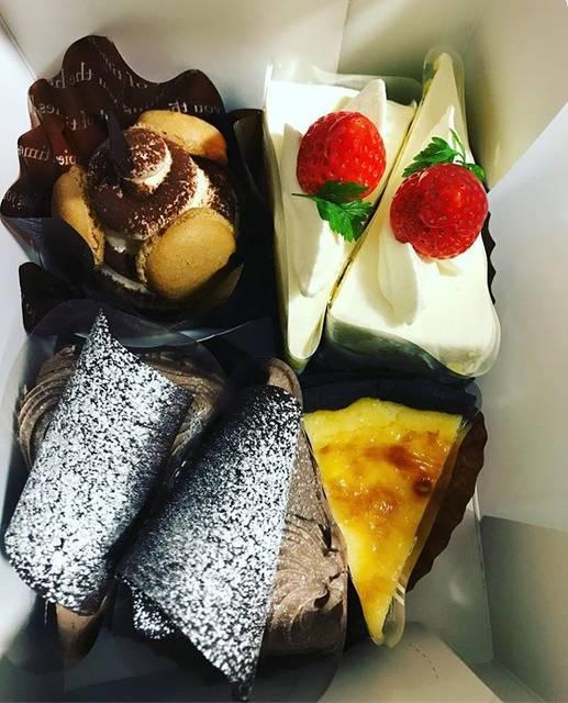 "natasha on Instagram: ""* 息子17歳のbirthdayですた🎂 17歳はキャラケーキにしなくていいか〜と✨ あっという間 * * #nana #息子バースデー #happybirthday #happy #バイゲツ #ケーキ #cake #函館グルメ #函館ケーキ #生チョコケーキ #ショートケーキ…"" (872375)"