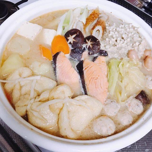 """yoshimi on Instagram: """"こんばんは〜🌙.*·̩͙.。★*゚ : 🍚🍴⑅*॰ॱ今日の晩御飯🍚 : #石狩鍋 : 久しぶりの自宅での ちゃんとしたご飯🍚 : 3日間、いろいろな物を 外食したので……お魚食べたい と……でも焼き魚とかにすると 他を作らないとダメだから^^; 石狩鍋にしちゃいましたー😋 :…"""" (873470)"""