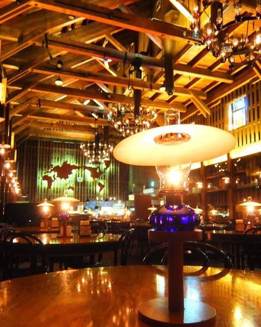 """たびしごと on Instagram: """"ガラスのランプへの憧れが増す港町、小樽。 #北一硝子三号館 内の #北一ホール は、石油ランプの灯りが美しいお気に入りカフェの1つ。いつも混んでいますが、朝一で行ったらまだ誰もいなくて独り占めできることを発見✨ . . . @happy_travel_advisor…"""" (874357)"""