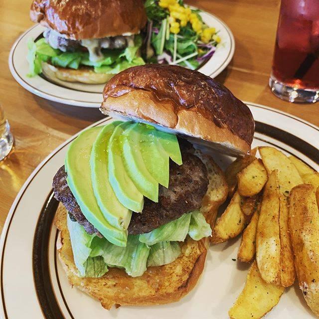 "@kmyy121 on Instagram: ""2度目まして◡̈⃝#チーズバーガー #アボカドバーガー #ベローズフィールドビーチ #旭川カフェ #旭川cafe #asahikawacafe #カフェ #cafe"" (875140)"