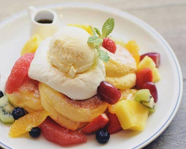 """マッシュ カフェ on Instagram: """"New Fruit basket pancakes  Regular 1560 / Small 1260 フルーツバスケットパンケーキ  R1560 / S1260 4/16〜…"""" (875189)"""
