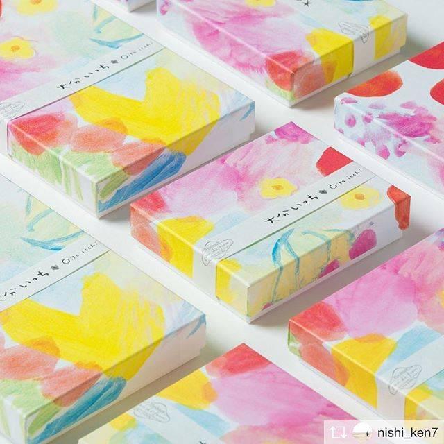 """網中いづる Izuru Aminaka's Instagram photo: """"綺麗な紙箱です。ネットでは販売しておらず、駅と別府spica雑貨店で買えます。九州のおみやげの仕事、嬉しいなぁ。デザインは西口顕一さん。若杉いちご農園🍓の商品です。 Repost from > @nishi_ken7…"""" (875216)"""