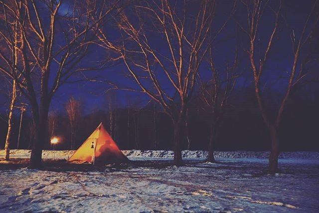 """Takumi Ishiguro's Instagram post: """"2019.11/16-17 スノーピーク十勝ポロシリキャンプフィールド 男4人で冬キャンプ。外は零下、中はぽかぽか。薪ストーブがこんなに幸せだとは思いませんでした⛄間違いなく今までで一番お気に入りのキャンプ道具です! 次は12月に!…"""" (875500)"""