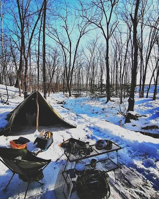 """Takumi Ishiguro on Instagram: """"このキーーン…‼と冷えた空気、次はいつ行こうかな〜! 小学生時代のスケートを思い出します。厳冬期の北海道はほんと肺まで凍りますからね🥶  来年は動画作りにもチャレンジしますよ!😎 #キャンプ #北海道キャンプ #十勝キャンプ #冬キャンプ #薪ストーブキャンプ…"""" (875501)"""