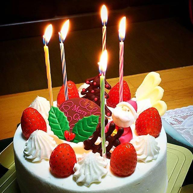 """tenmama on Instagram: """".クリスマスのしめ❗アミー工房の クリスマスケーキ🎂.緩やかな糖質制限中だけどやっぱ甘いものは おいしいよ~😂.#クリスマス#クリスマスケーキ#アミー工房#amie工房"""" (875981)"""
