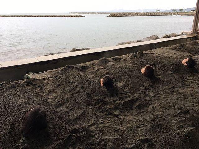 "mimiはや on Instagram: ""#sandbath #sauna #hot #heavy #beppu #oita #beach #bay #sea #砂湯 #サウナ #あつい #重い #別府 #大分 #ビーチ #湾 #海 #砂痛かった #浴衣 #別府海浜砂湯"" (876310)"